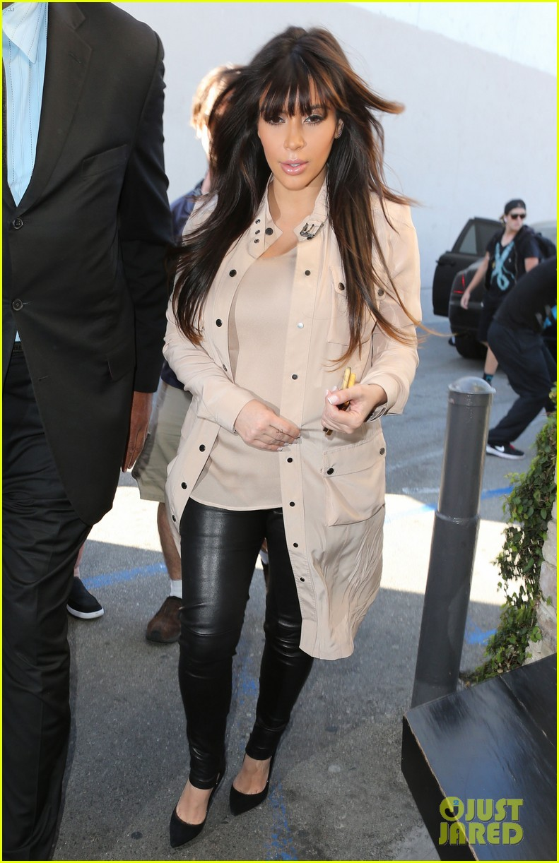 kim kardashian eats with sisters kanye west parties with rob 012843434