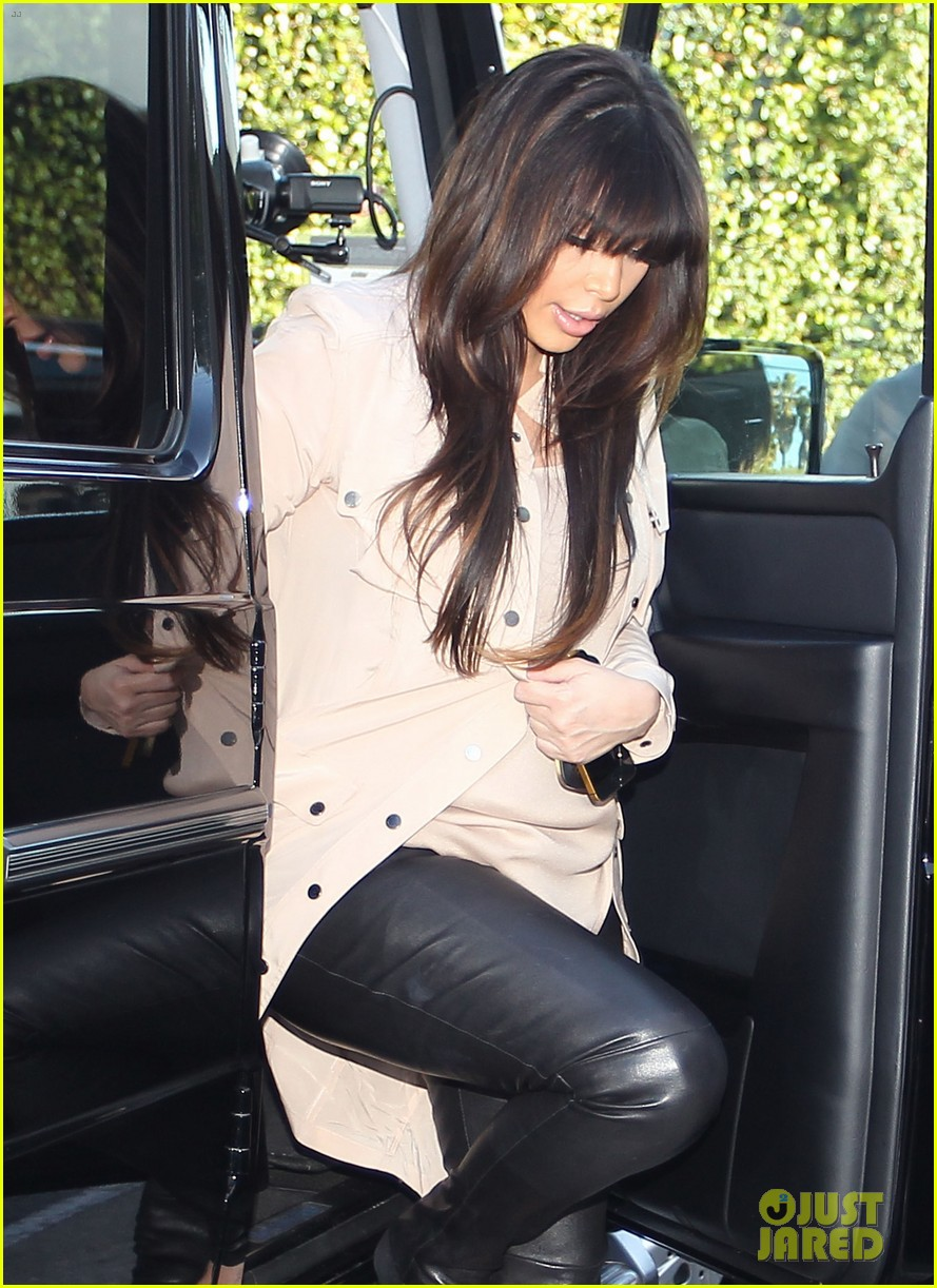 kim kardashian eats with sisters kanye west parties with rob 09