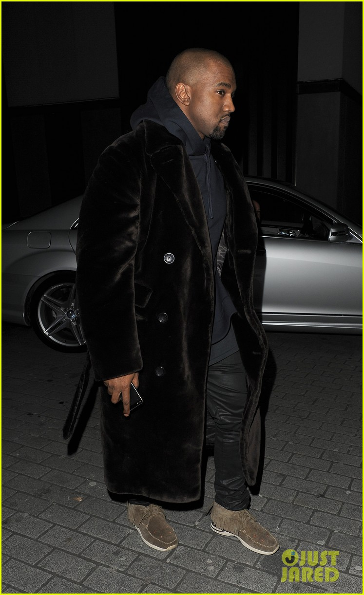 kim kardashian eats with sisters kanye west parties with rob 27