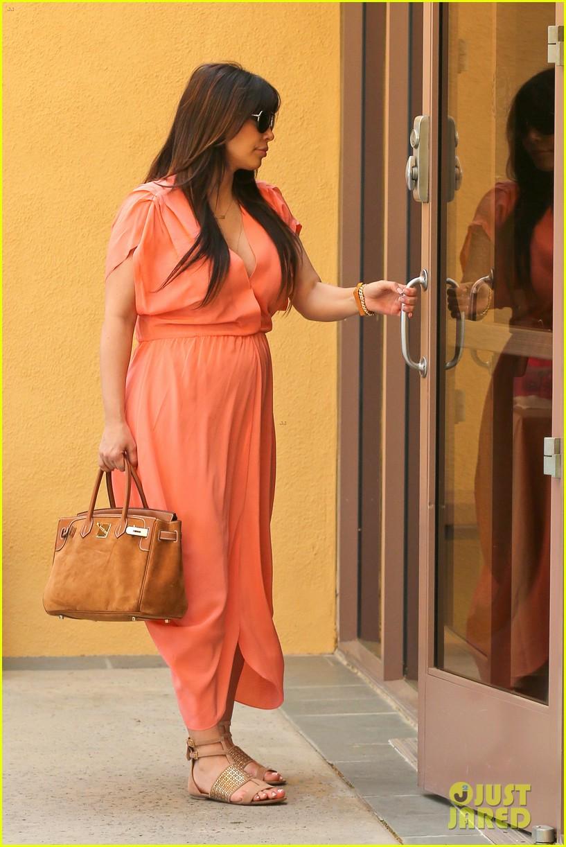 pregnant kim kardashian sunday family church service 05