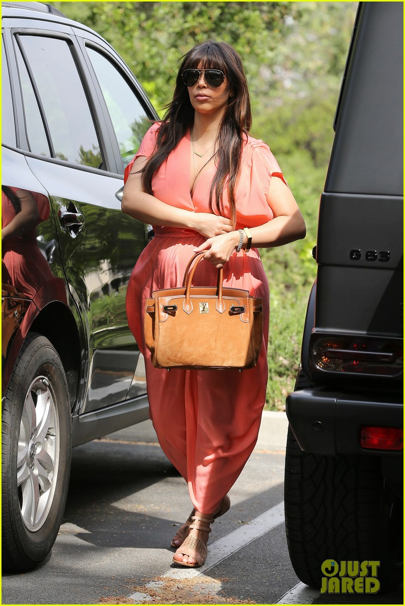 pregnant kim kardashian sunday family church service 14