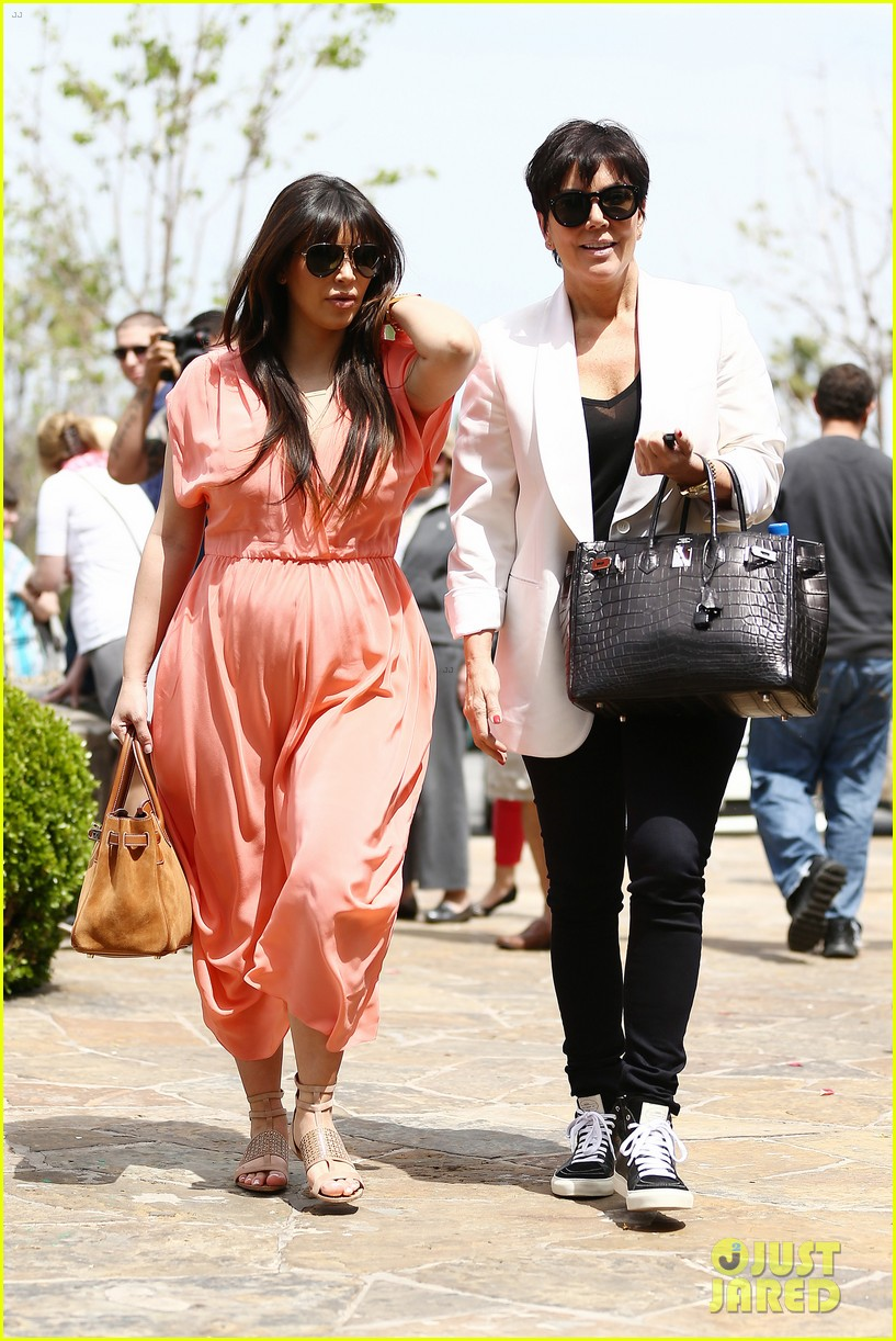 pregnant kim kardashian sunday family church service 30