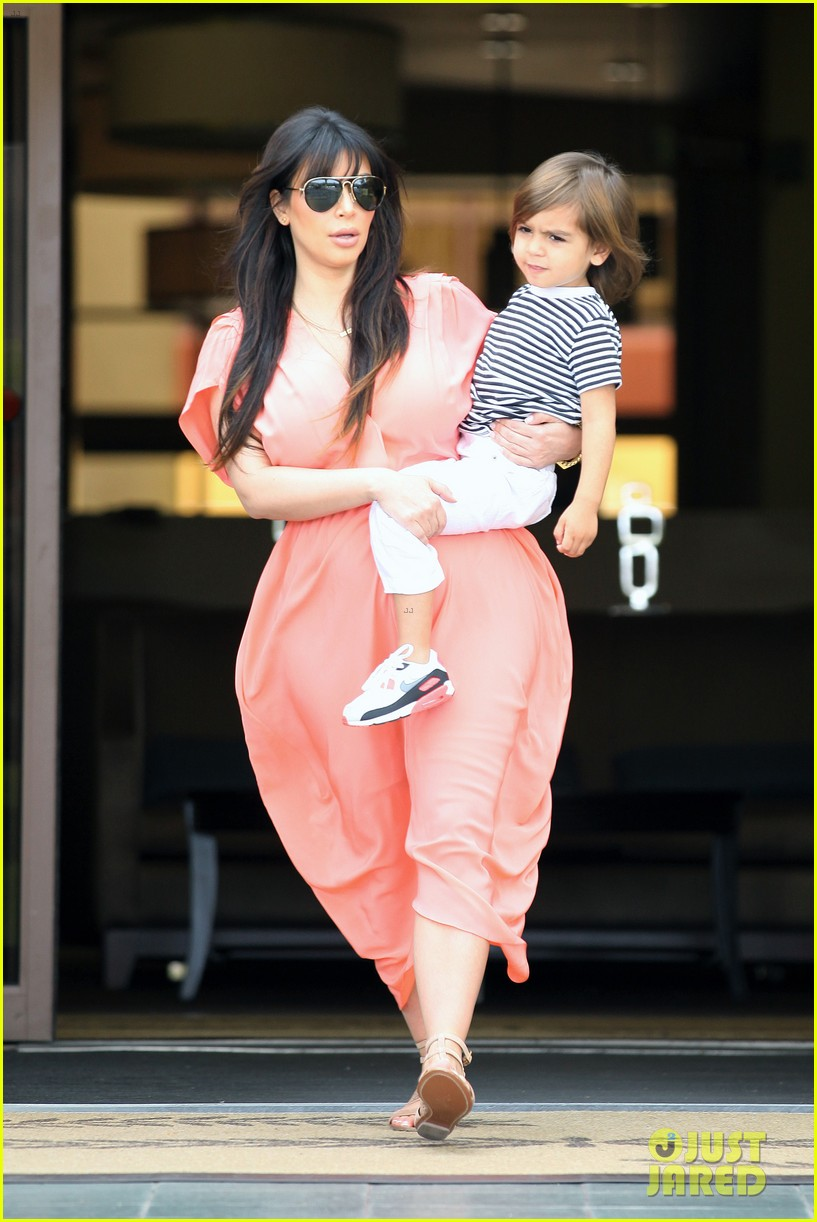 pregnant kim kardashian sunday family church service 412844964