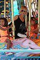 heidi klum martin kirsten disneyland fun with the kids 04