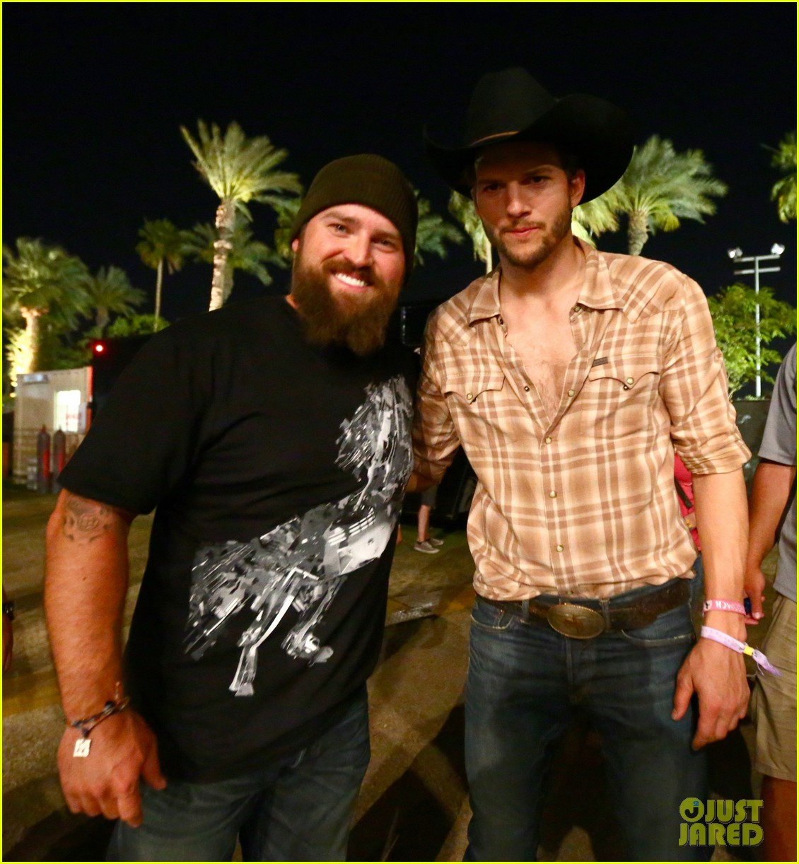 ashton kutcher returns to stagecoach festival after fight 05