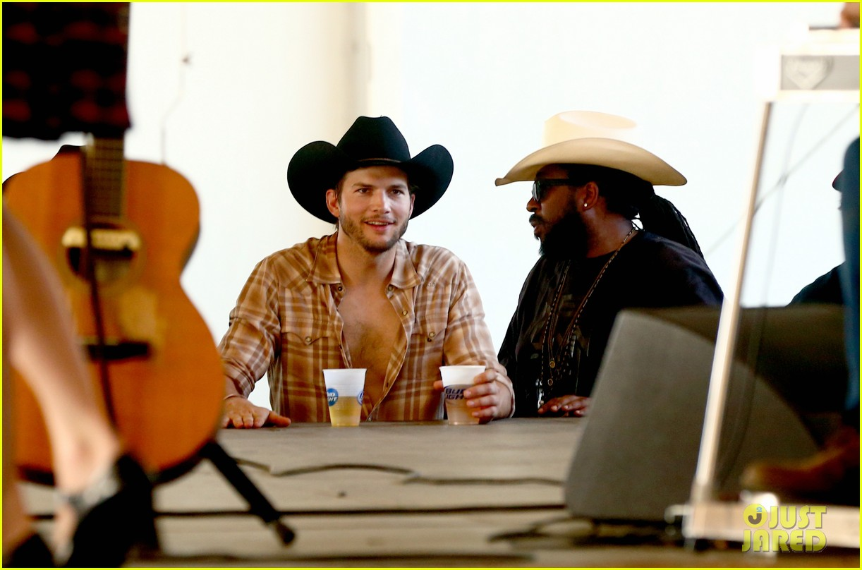 ashton kutcher returns to stagecoach festival after fight 162860465