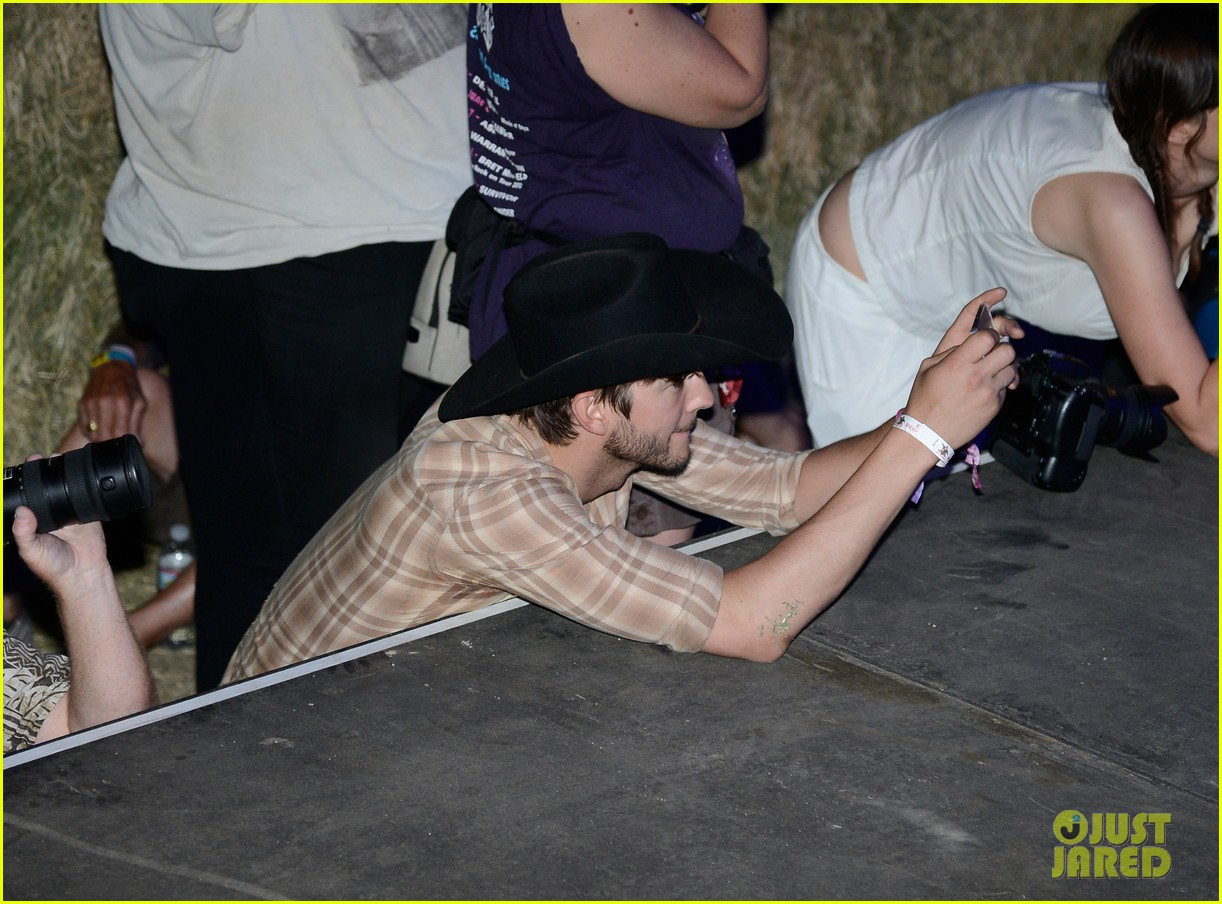 ashton kutcher returns to stagecoach festival after fight 182860467