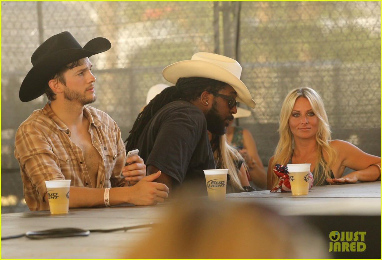 ashton kutcher returns to stagecoach festival after fight 20