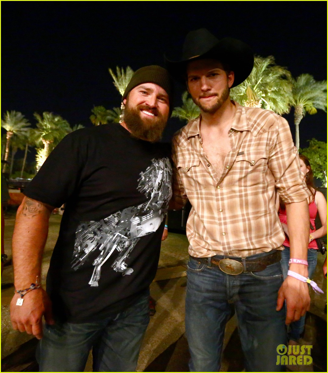 ashton kutcher returns to stagecoach festival after fight 252860474