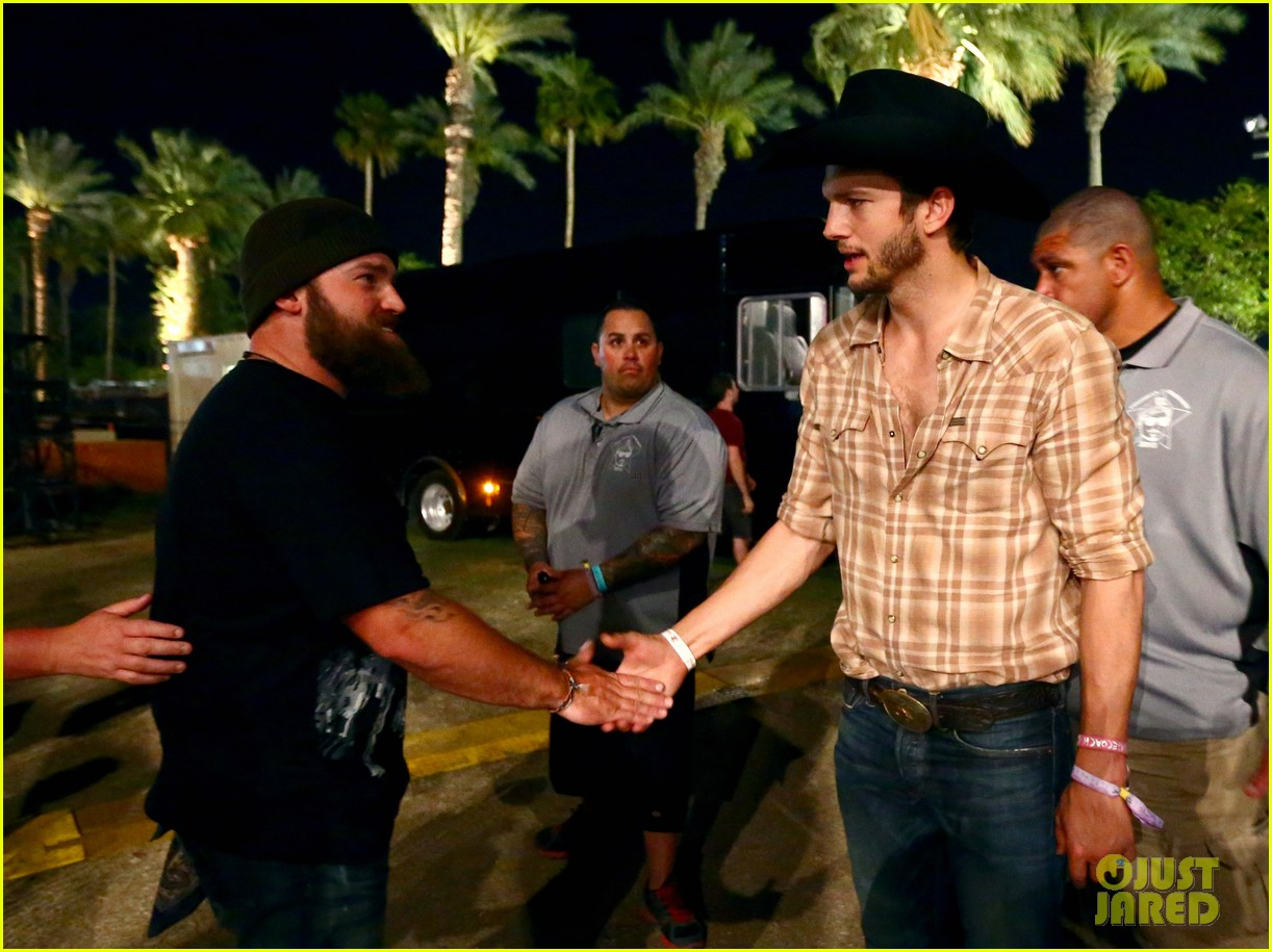 ashton kutcher returns to stagecoach festival after fight 272860476