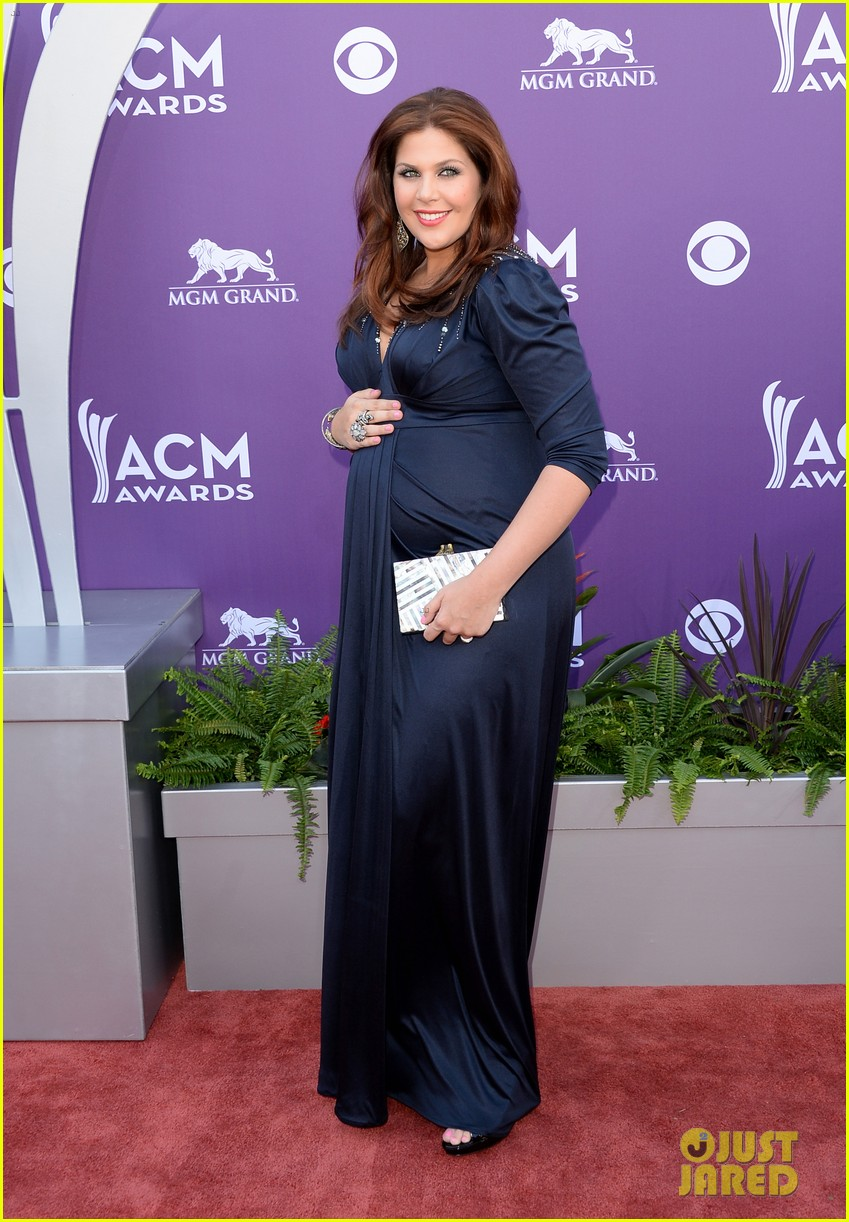 lady antebellum acm awards 2013 red carpet 01