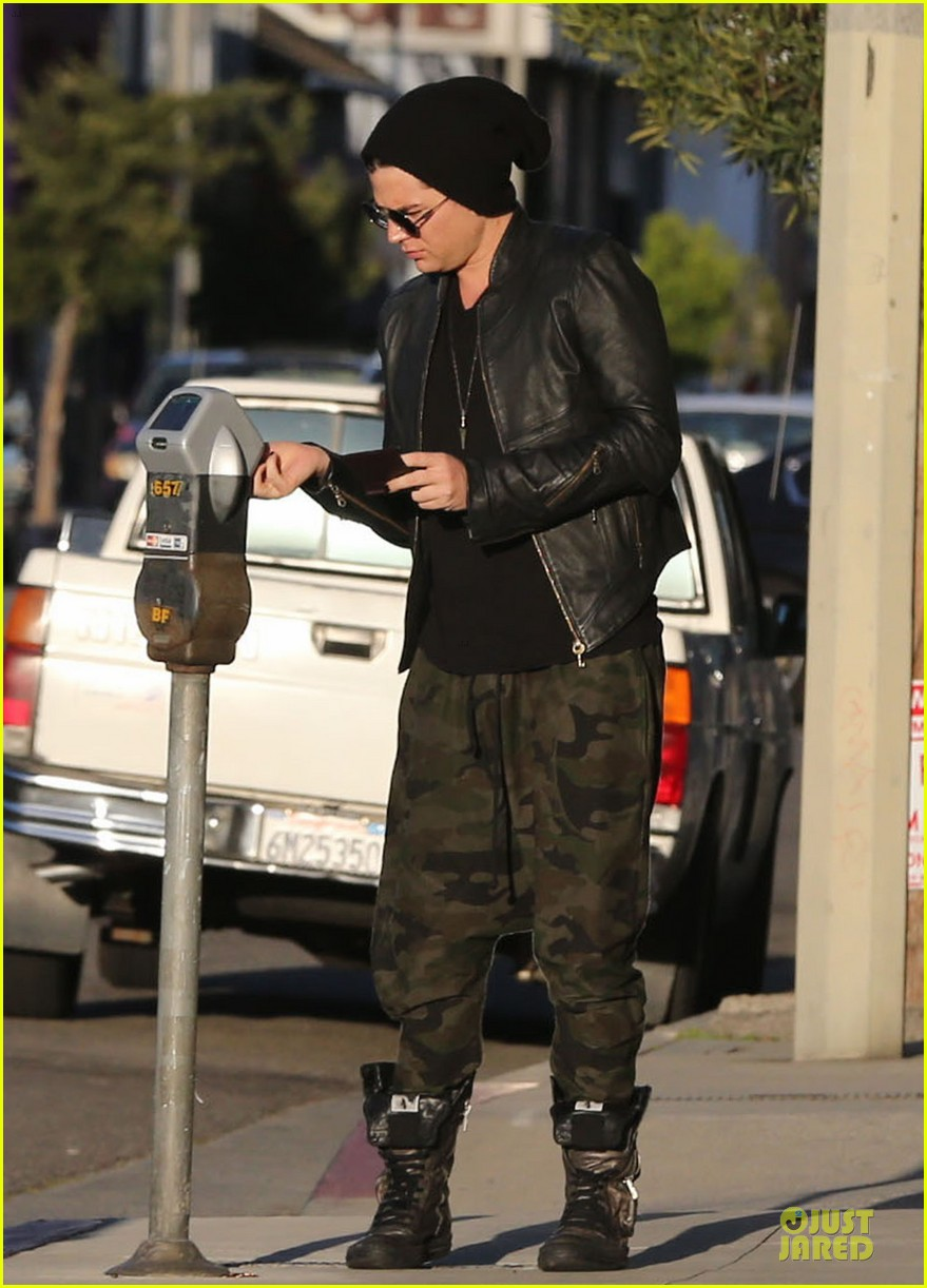 adam lambert camouflaged pants meeting 08
