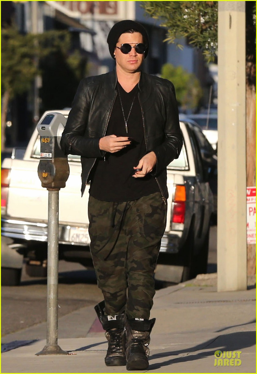 adam lambert camouflaged pants meeting 13