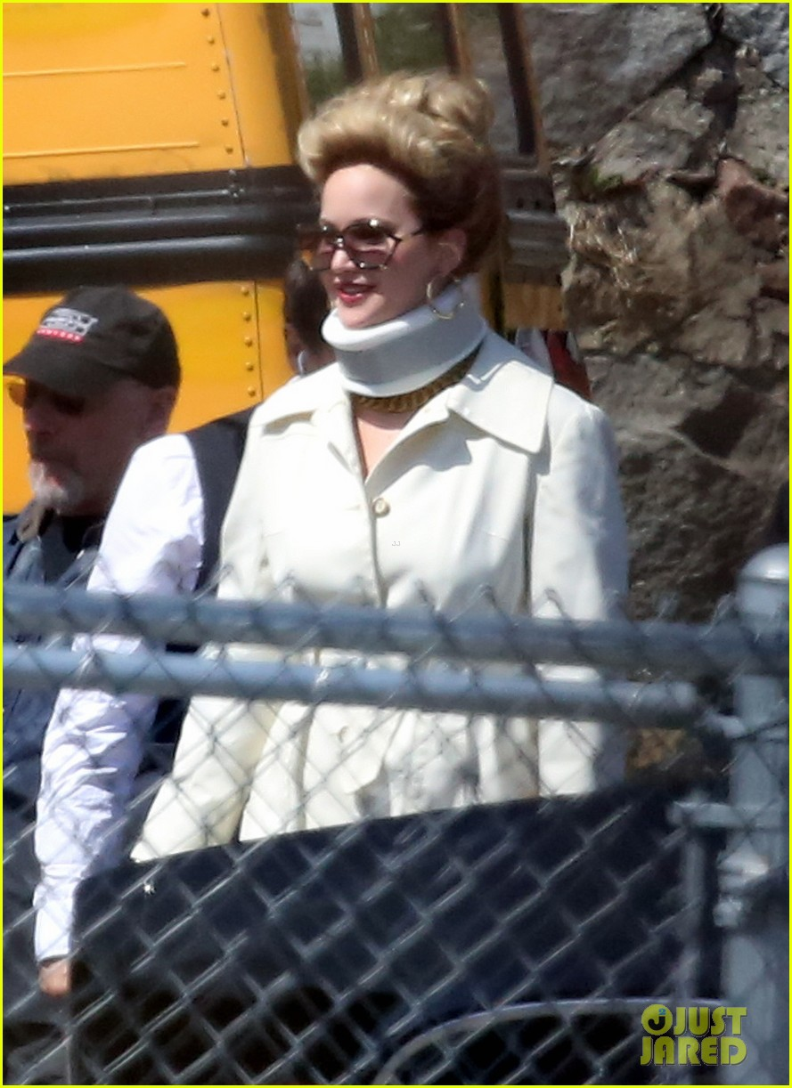 jennifer lawrence neck brace on david o russell set 032846284