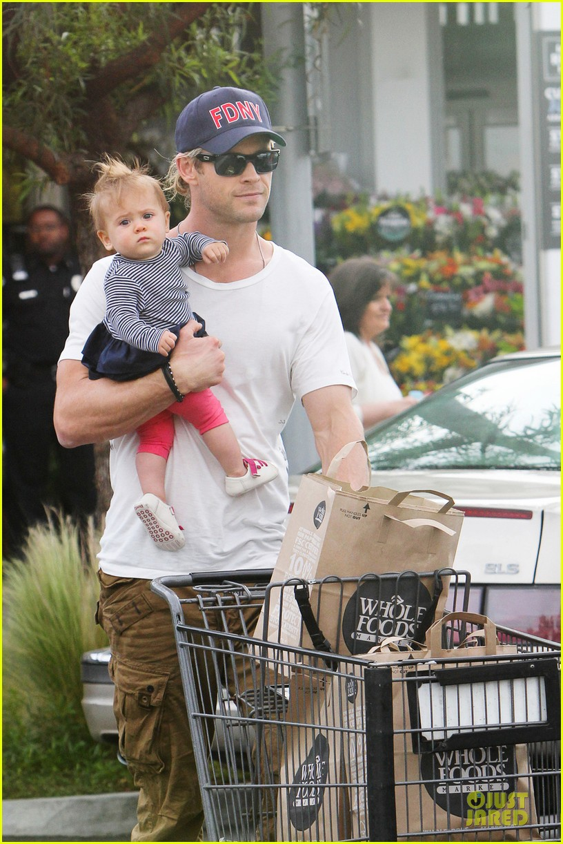 liam chris hemsworth filling up on gas groceries 04
