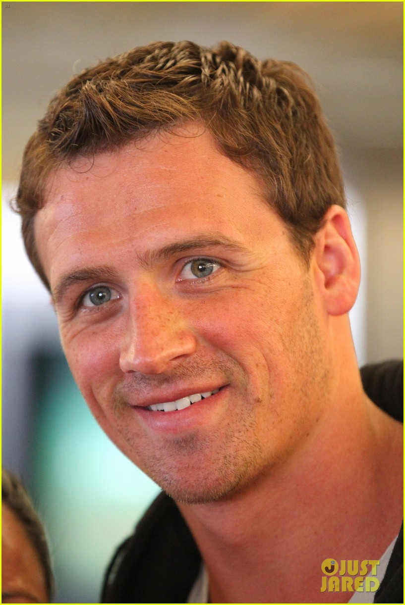 ryan lochte shirtless cosmopolitan feature 02