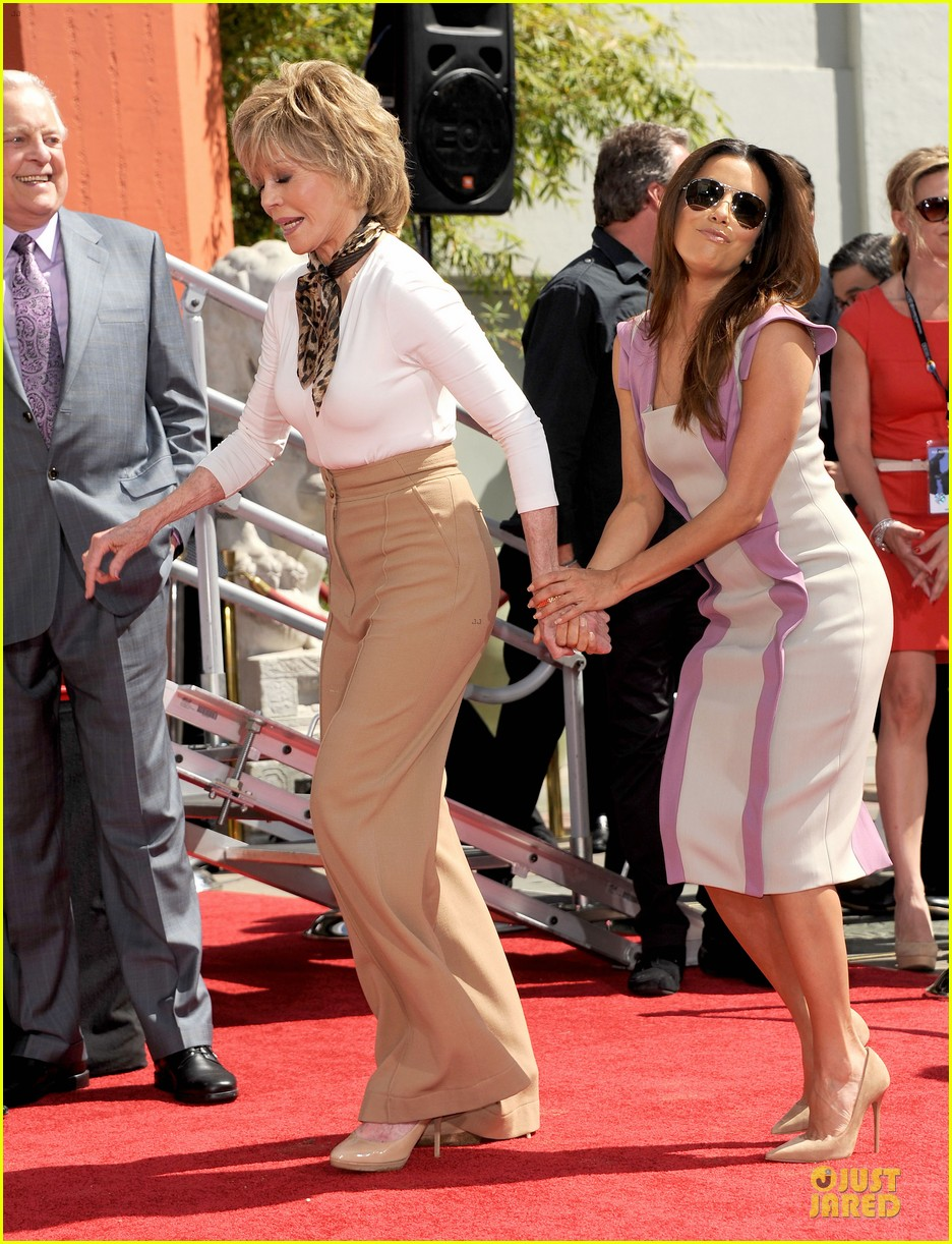 eva longoria jane fonda hollywood hand footprint ceremony 03
