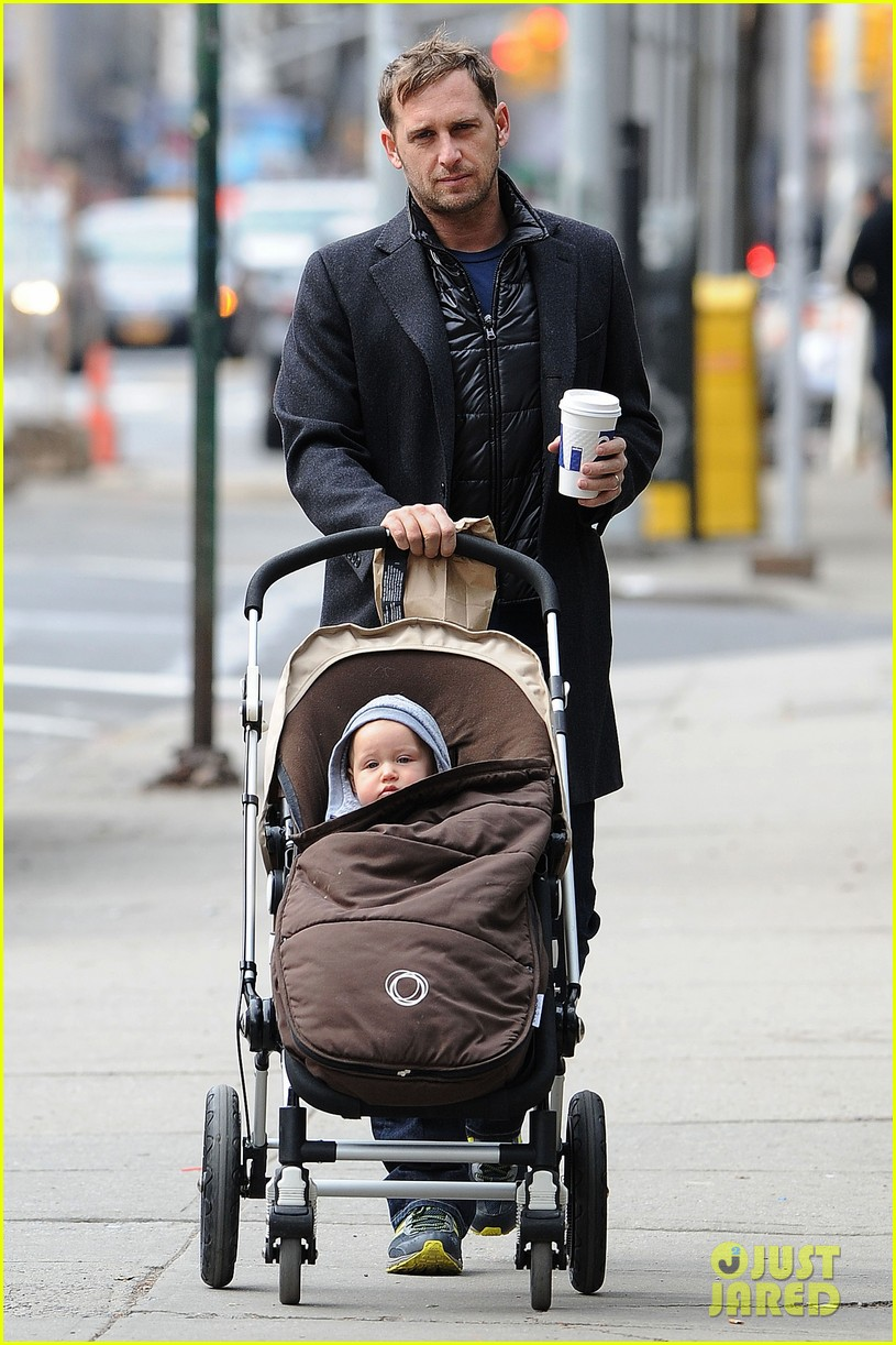 josh lucas manhattan afternoon with noah 04
