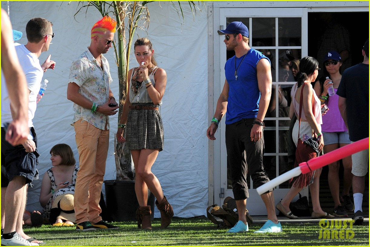 kellan lutz shirtless clothes change at coachella 10