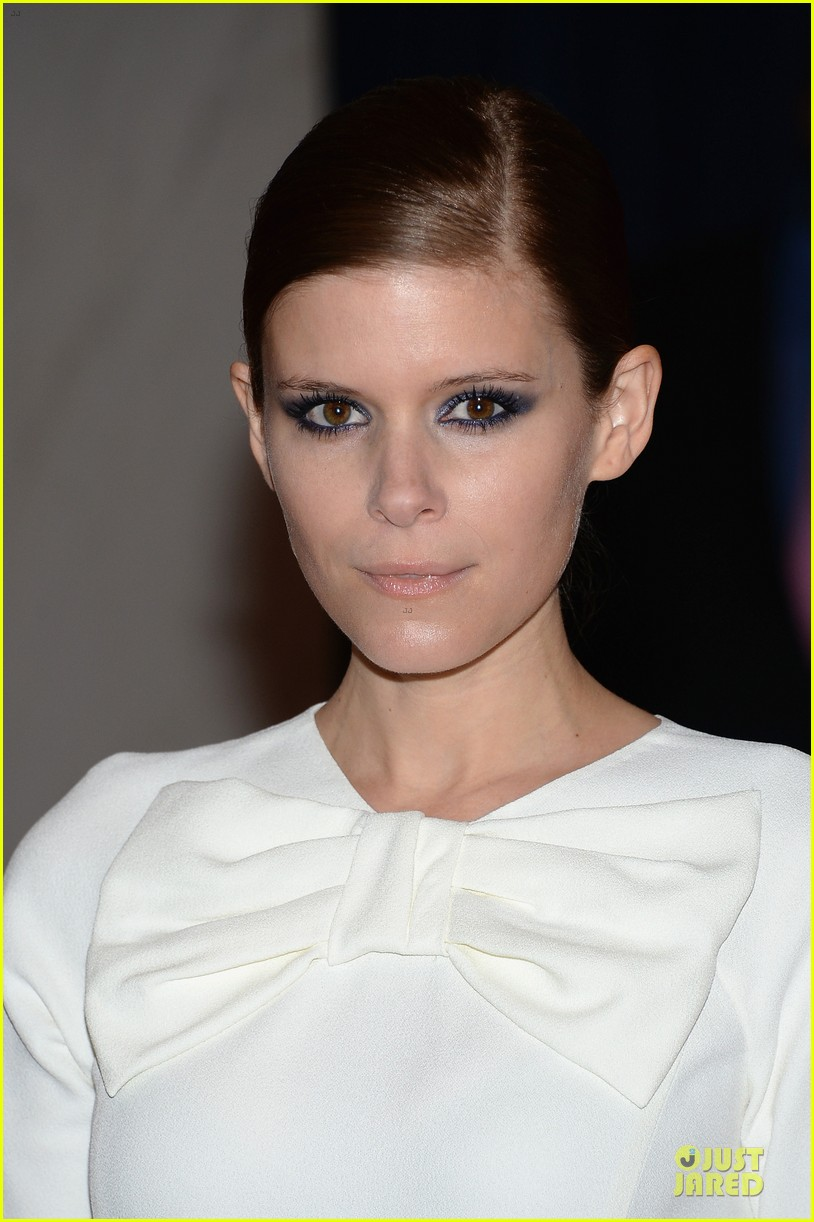 kate mara white house correspondents dinner 2013 red carpet 07