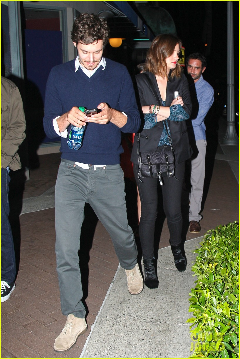 leighton meester adam brody arclight movie date with pals 05