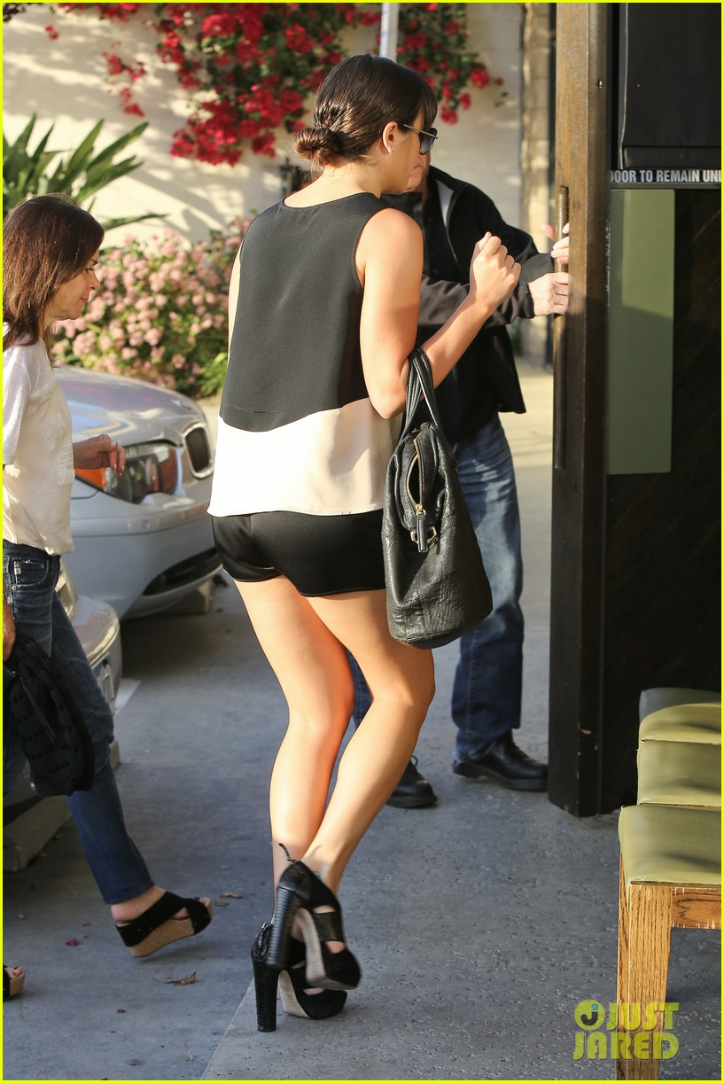 lea michele dinner with parents after jonathan groff hike 05