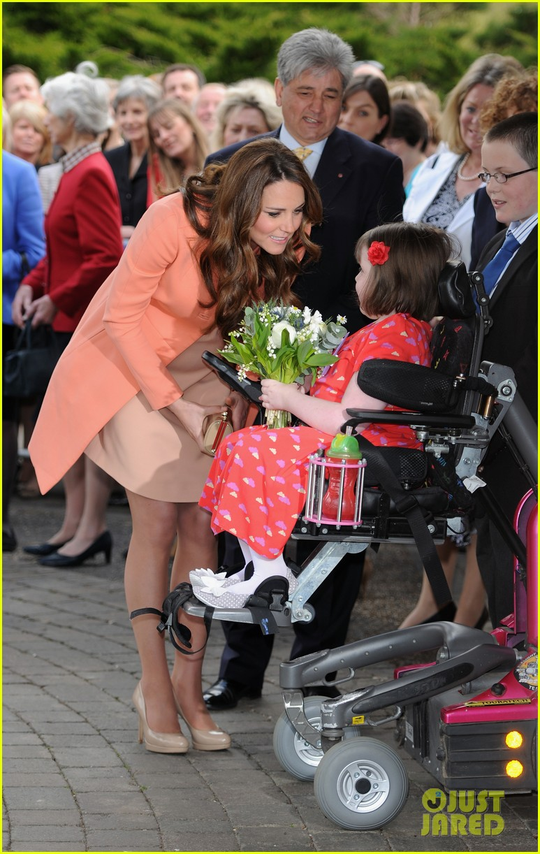 kate middleton visits naomi house speaks in recorded video 09