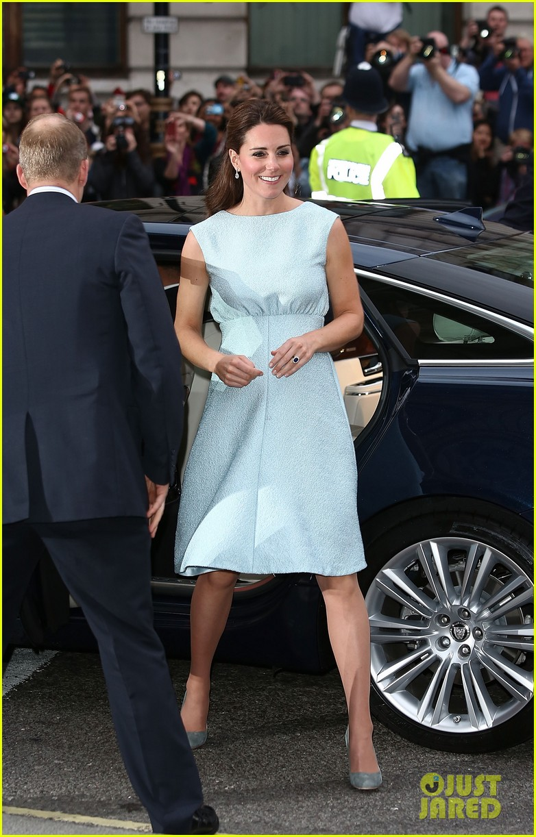 kate middleton baby bump at art room reception 08