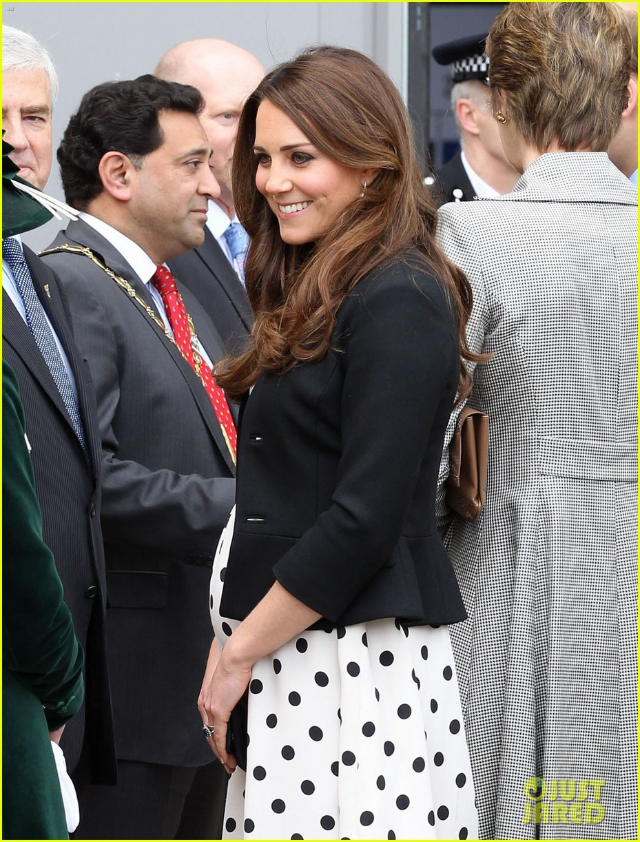 kate middleton pregnant warner bros studios visit with prince william 04