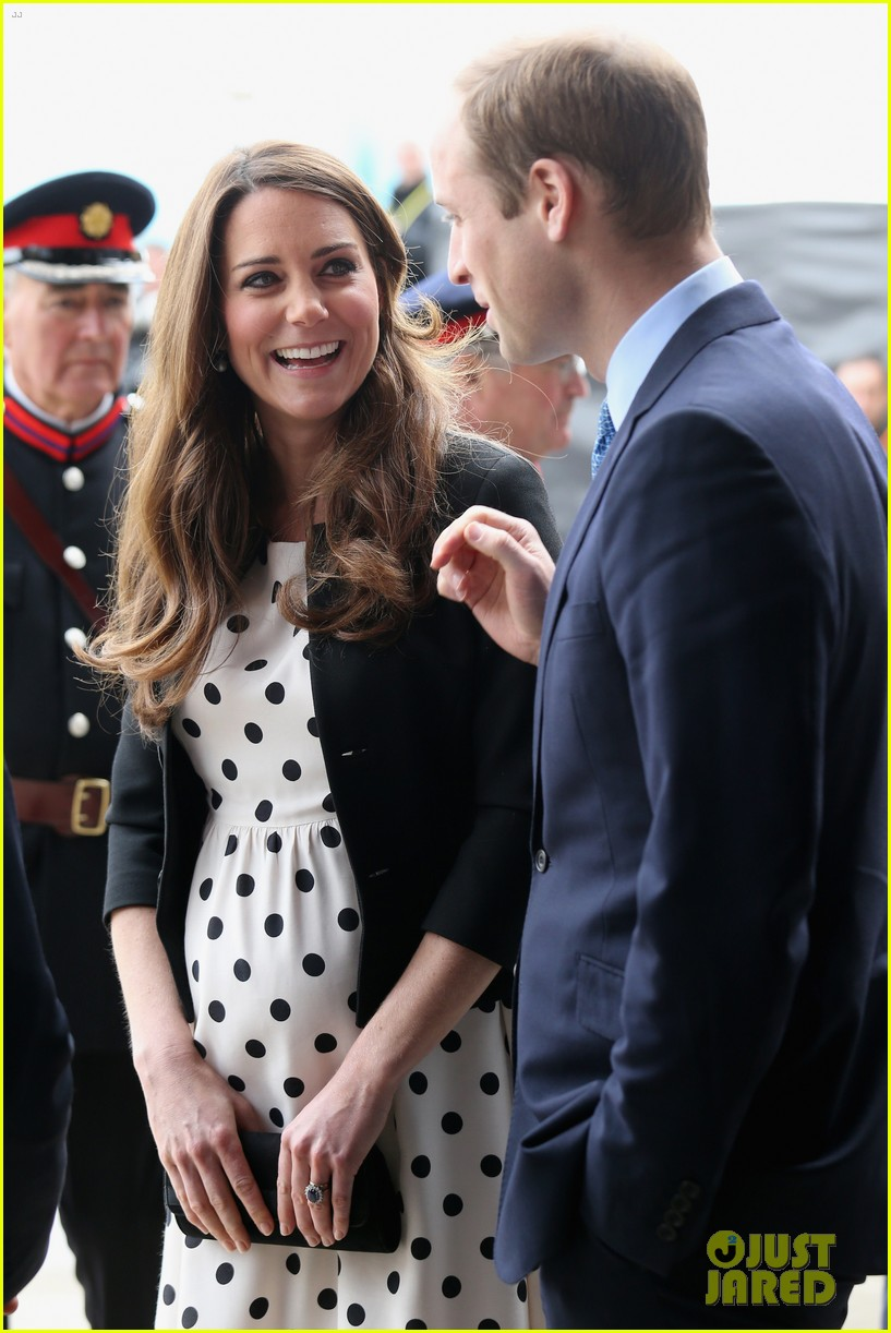 kate middleton pregnant warner bros studios visit with prince william 05