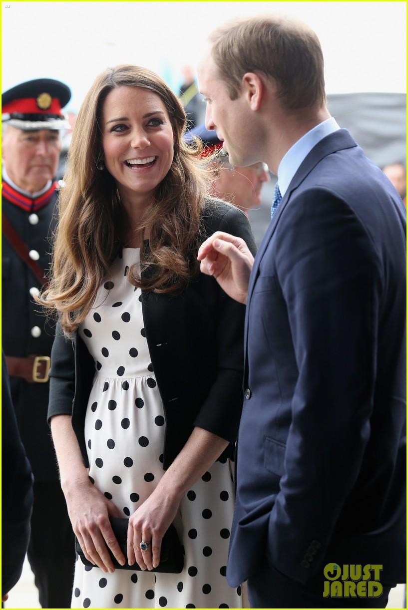 kate middleton pregnant warner bros studios visit with prince william 052858516