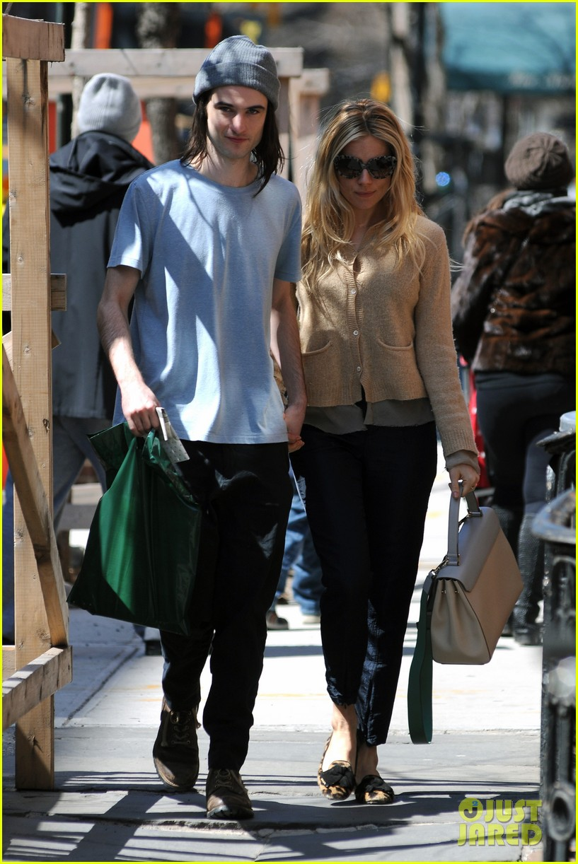 sienna miller tom sturridge west village lunch lovebirds 022843136