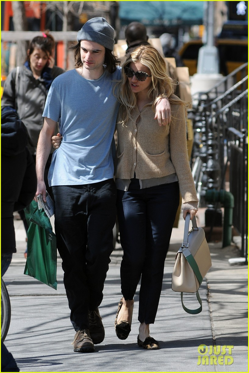 sienna miller tom sturridge west village lunch lovebirds 20