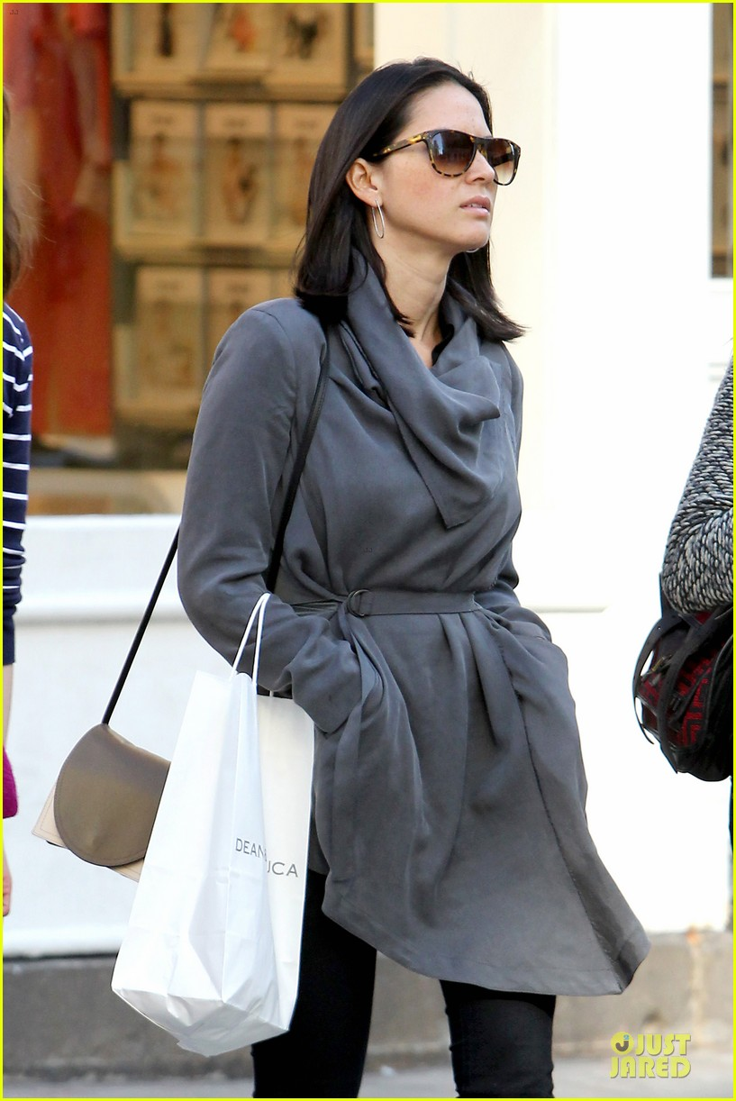 olivia munn joel kinnaman dad is a great cook 06