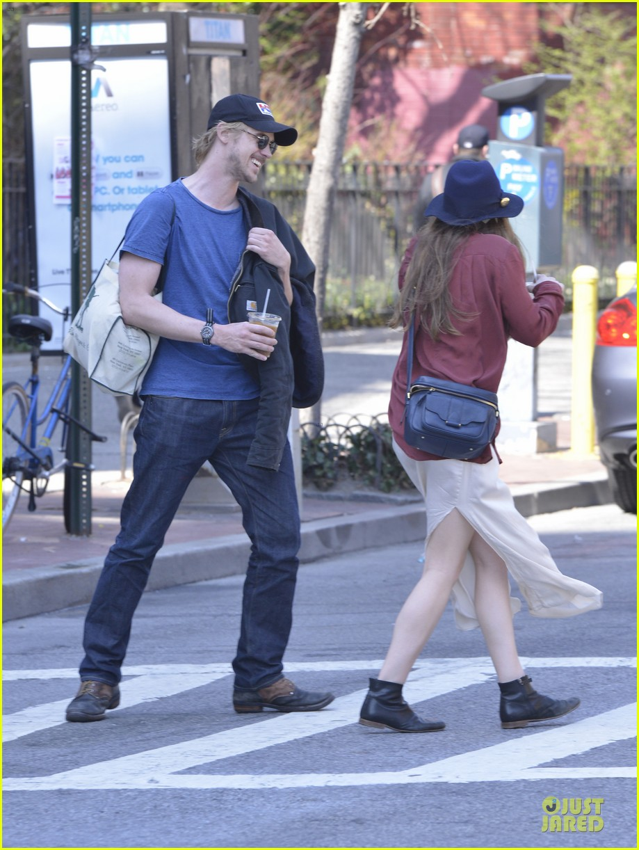 elizabeth olsen boyd holbrook soho strolling couple 18