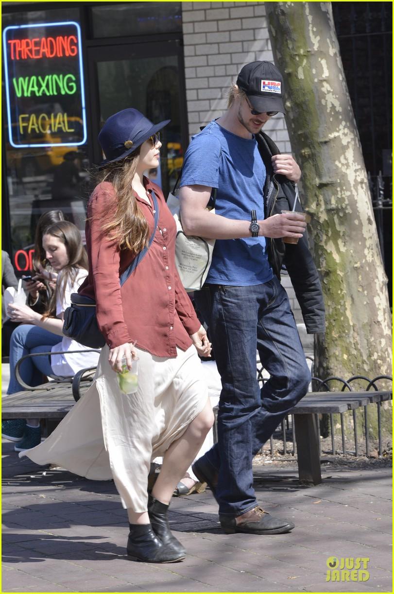 elizabeth olsen boyd holbrook soho strolling couple 24