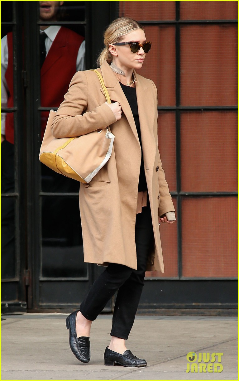 elizabeth ashley olsen separate big apple outings 11