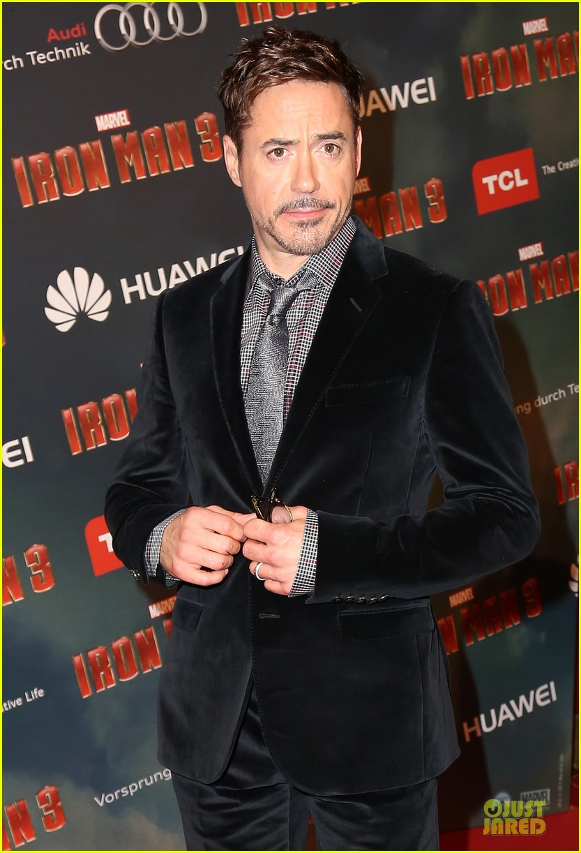 gwyneth paltrow robert downey jr iron man 3 paris premiere 072849814