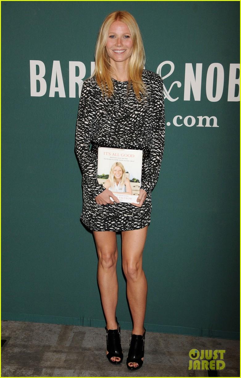 gwyneth paltrow its all good book signing 01