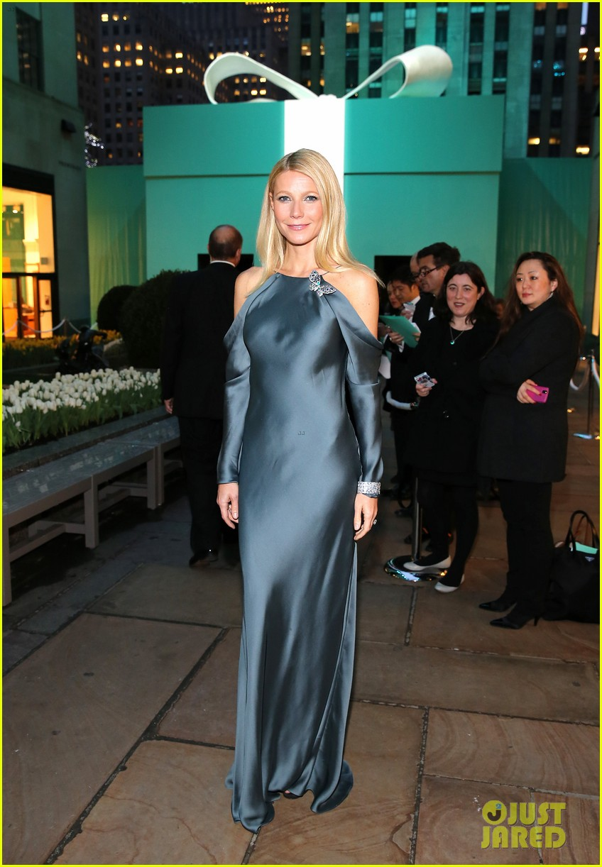 gwyneth paltrow sarah jessica parker tiffany blue book gala 032853035