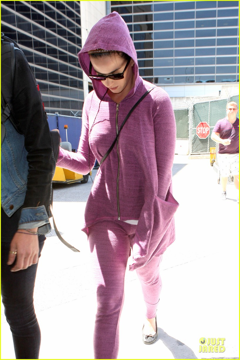 katy perry lax arrival after madagascar unicef trip 03