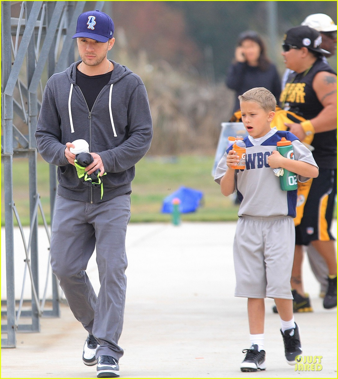 ryan phillippe cowboys soccer game with deacon 06