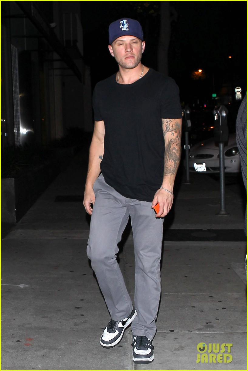 ryan phillippe steps out after reese witherspoon arrest 062857676