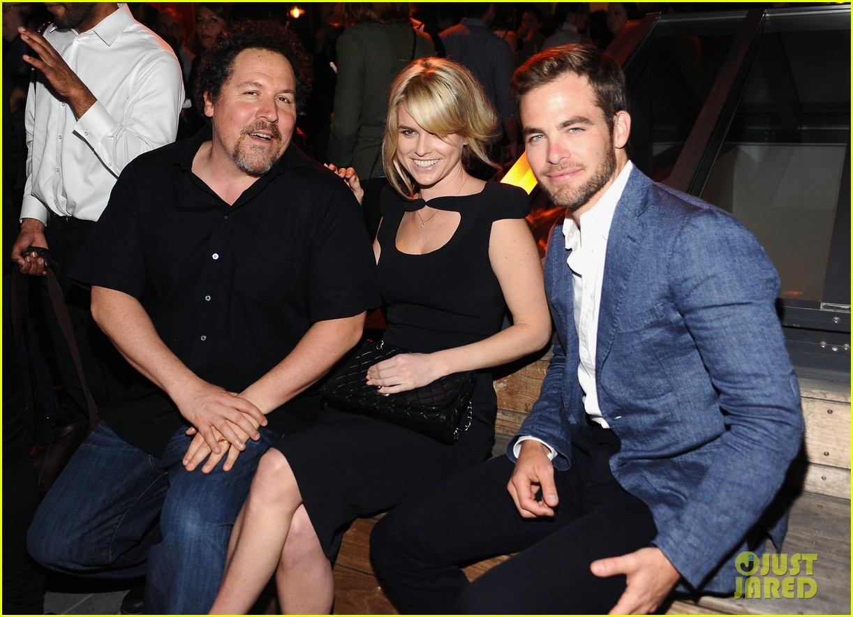 chris pine alice eve star trek at coach charity event 05