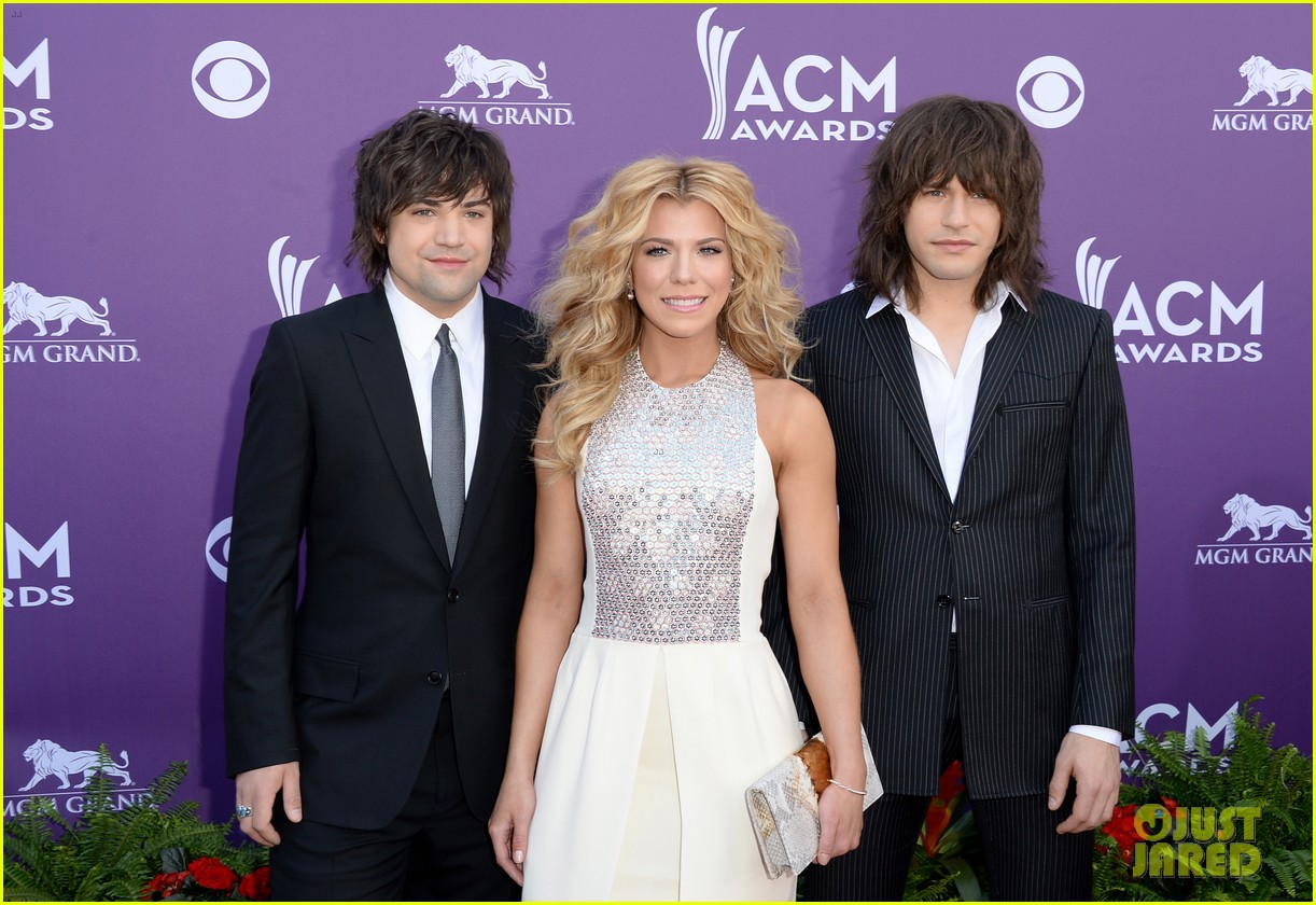 cassadee pope tori kelly acm awards 2013 red carpet 04