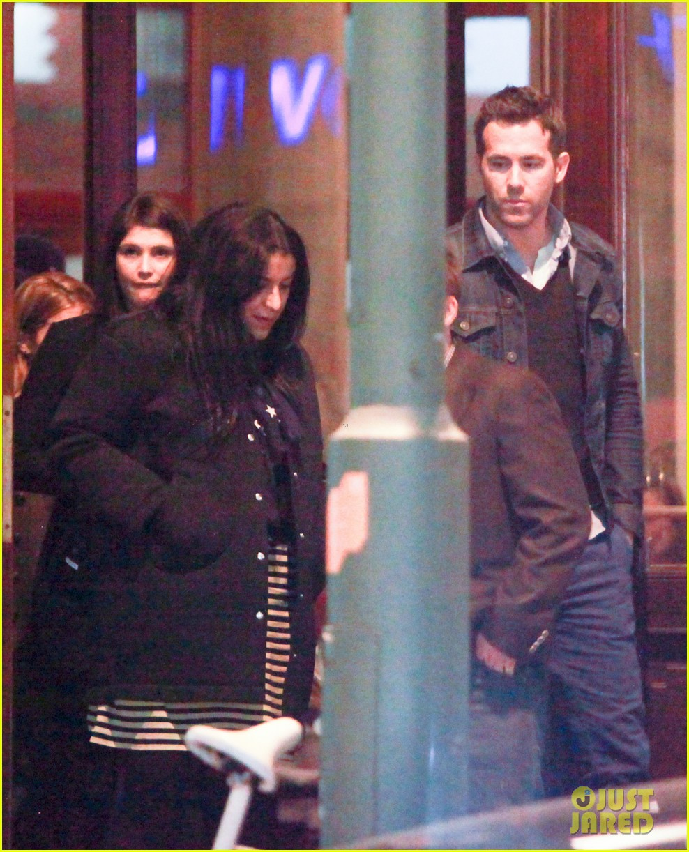 ryan reynolds berlin dinner with gemma arterton 052855692