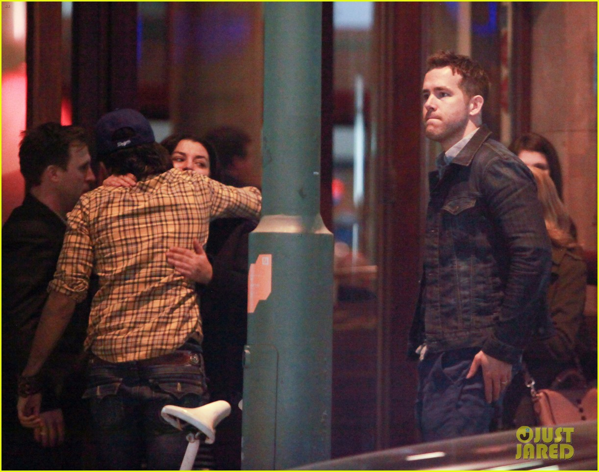 ryan reynolds berlin dinner with gemma arterton 12