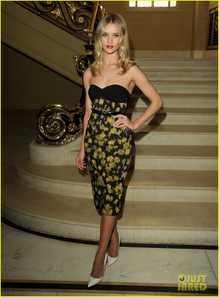 rosie huntington whiteley samantha barks vogue dinner  01
