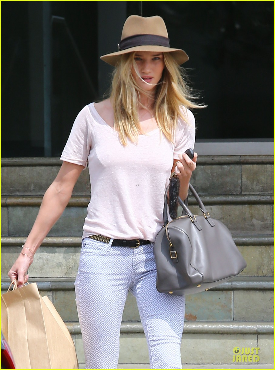 rosie huntington whiteley british girls love a good vintage find 02