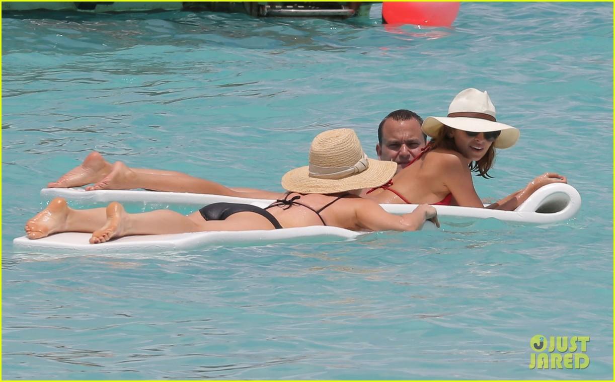 nicole richie lounging bikini beauty 092844977